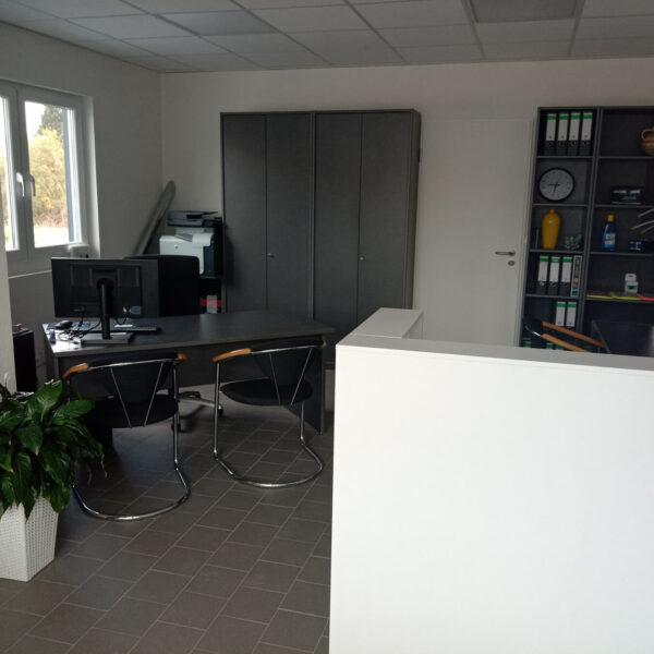 'Eingangsbereich der Höll Fahrzeuge GmbH